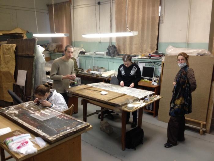 Студенты Российской Академии Ильи Глазунова на практике в музее