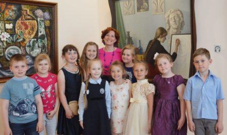 Спешите записаться! Осталось 3 свободных места в художественную студию «Волшебные Кисточки» для детей 7-8 лет.