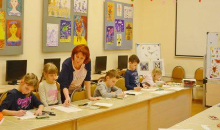 Открылась выставка творческих работ детской художественной студии «Волшебные кисточки»