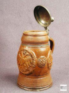Глиняная кружка с металлической крышкой. Конец XVII- I половина XVIII века. Германия