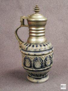 Керамический кувшин с металлическими горлышком и крышкой. 1602 г. Германия